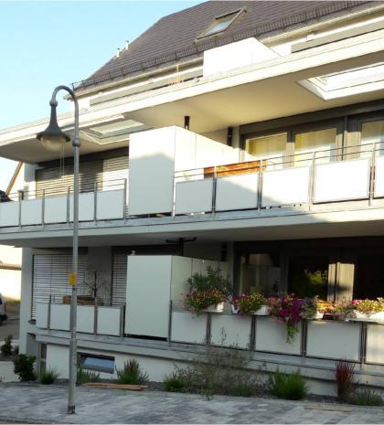 Abtrennung für Terrasse und Balkon mit Stauraum – Gartenschrank witterungsbeständig