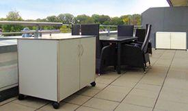 Sideboard wetterfest für Dachterrasse mit feststellbaren Rollen – Rohrversion