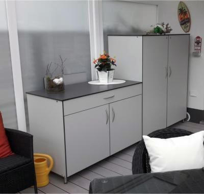 tv schrank geschlossen rege outdoorm bel und gartenm bel. Black Bedroom Furniture Sets. Home Design Ideas